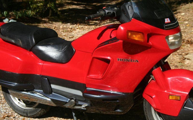 .com/images/thumb/8/8c/1996-Honda-Pacific-Coast-PC800-Red-237-4.jpg