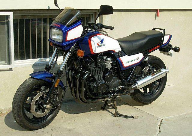 640px-1986-Honda-CB700SC-White-1.jpg