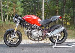 2001-Ducati-Monster-750-Red-9588-4.jpg