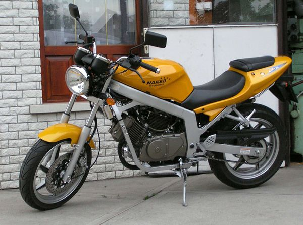 Review of Hyosung GF 125 2003: pictures, live photos