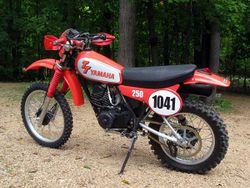 Yamaha-tt250-rear-left.jpg