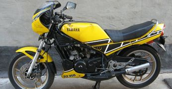 Yamaha RZ350: history, specs, pictures - CycleChaos
